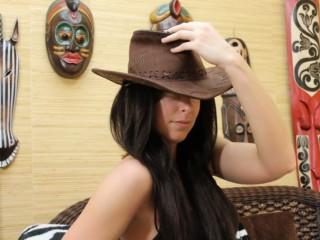 MonicaLeo's profile picture